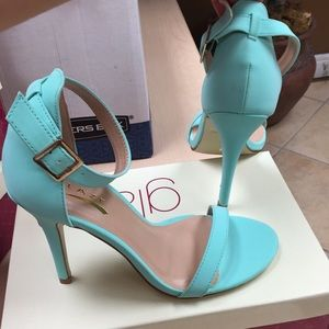 Shoes - New mint colored heels size 7